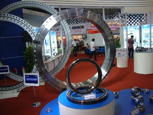 Amusement ride equipment slewing ring bearings ( 2868x3432x270mm ) 50Mn , 42CrMo material